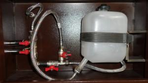 Зачистное устройство мусоропровода. Запорная арматура и бачок.